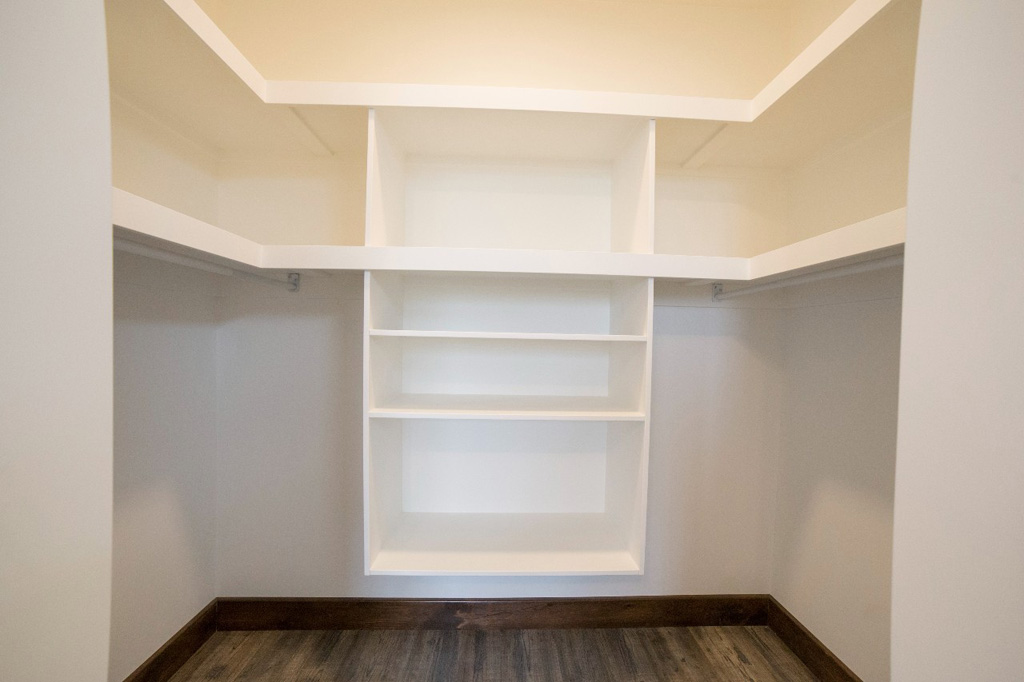 masterbedroom closet